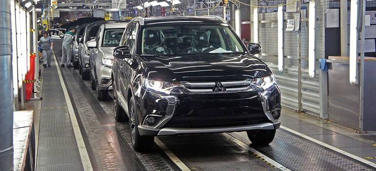 Mitsubishi Motors возобновляет производство Pajero Sport вРоссии.