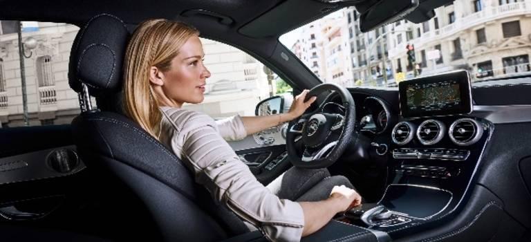 Топ-модель международного уровня Петра Немкова очарована своим Mercedes-Benz GLC.