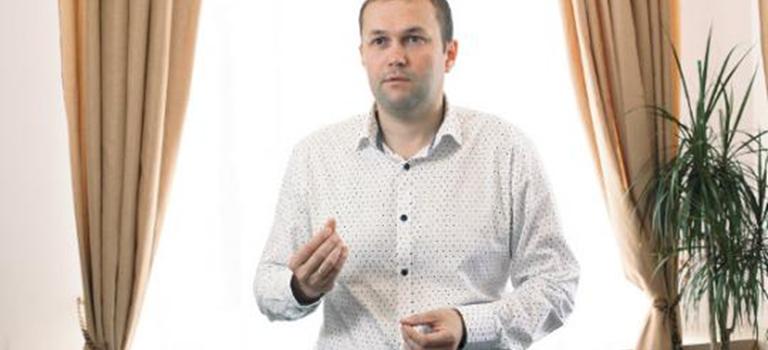 Вятский блоггер Евгений Романов пообщался сдиректором компании «ЖЕЛЕЗНО» иузнал путь предпринимателя кпервому миллиону.